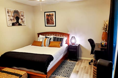 Private Bed, Bath & Kitchenette (African-Themed)