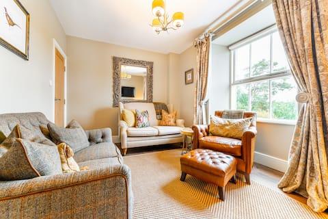 Dell Cottage, Far Sawrey-Perfect Honeymoon Retreat