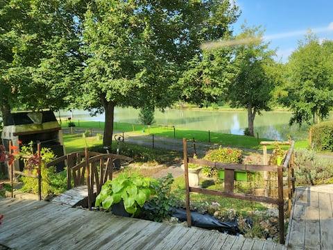 Agréable micro maison vue sur étang