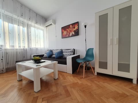 Cozy apartment next to Metro and Train station