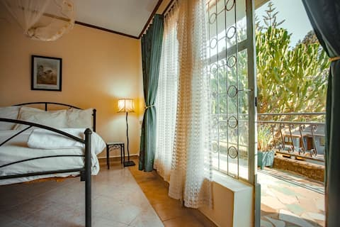 Cozy 1-bedroom serviced apartment with balcony
