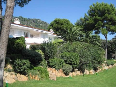 Bonito y acogedor apartamento con jardín privado