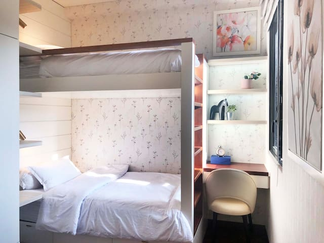 Guest bedroom with bunk bed (full size & single size)