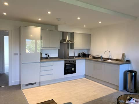 Immaculate 2 bed apartment in Bagshot
