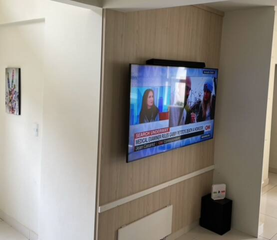 "Smart TV 65"" UHD 4K Samsung com Soundbar, Subwoofer ** Netflix, Amazon Prime Video e AppleTV+ de graça**"