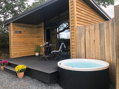 Luxury Cabin Retreat with Hot Tub - Langman