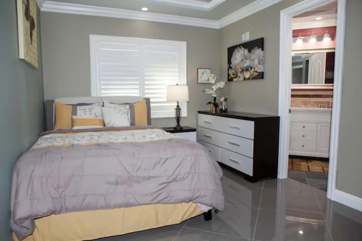 Additional Guesthouse's Bedroom #2 (Master bedroom): 1 queen bed 1 full bathroom (double sinks + full shower +toilet) 1 closet