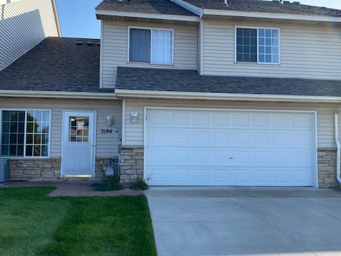 Comfortable 2 bedroom, 4 guest townhome