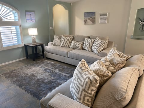Stylish 3 bedroom home with casita & heated pool