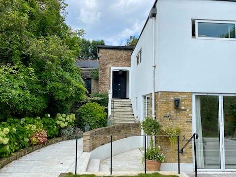 Garden Studio in the heart of Highgate Village