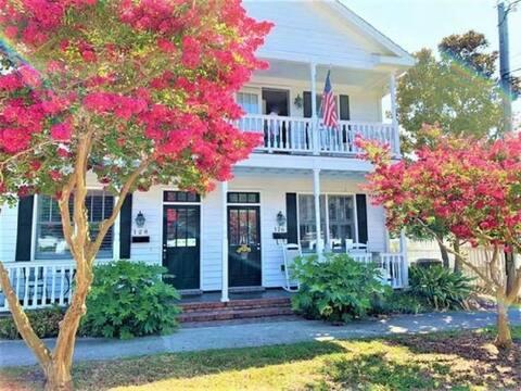 Beautiful 2 Bedroom Row  Home in Historic Beaufort