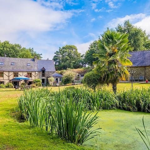 Characterful cottage in beautiful gardens
