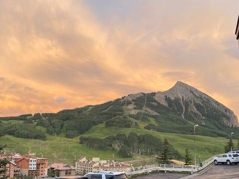 New Listing!  Amazing Mountain Views, Walk to Base