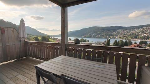 Appartement avec terrasse vue lac