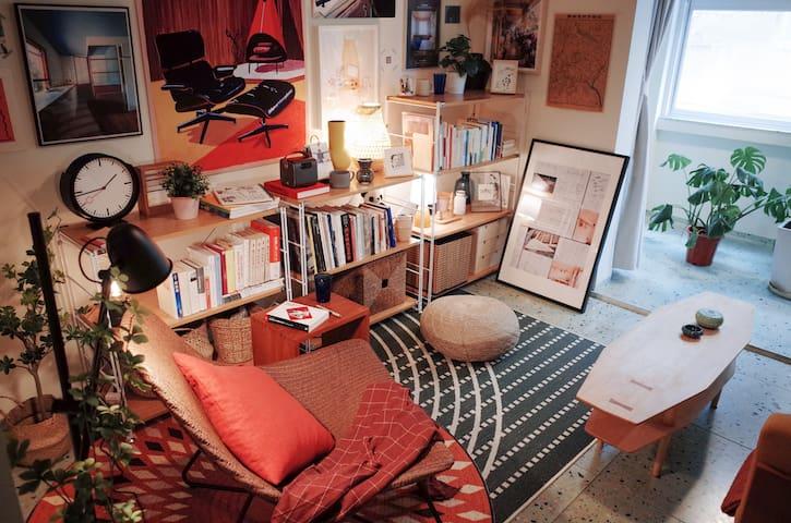 小小的屋子准备了各种类型的书籍杂志,给不一样的您啦