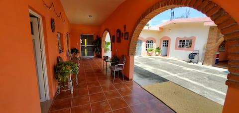 Joyful 2-Bedroom Casa Particular with free parking