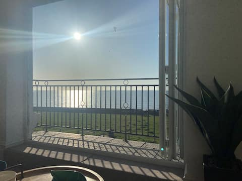Stunning 2 bed sea view apartment with balcony