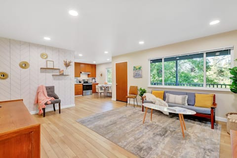 The Ivy - Clean & New Mid Century Oasis - 2/1