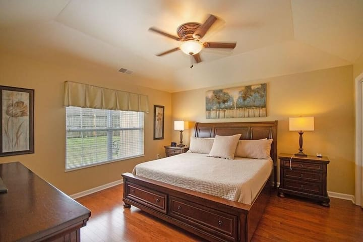 Large and spacious Master Suite with King Size bed.