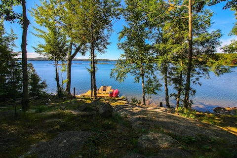 Sunny 3-bedroom cottage on Kennisis Lake.