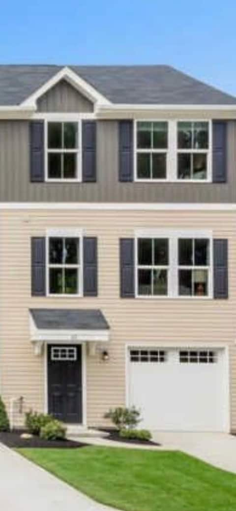 Lee's Place Brand New 2BR townhouse w|free parking