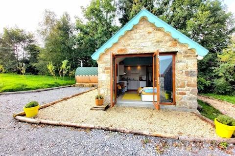 Charmant huisje met 1 bed, jacuzzi, sauna en zwembad