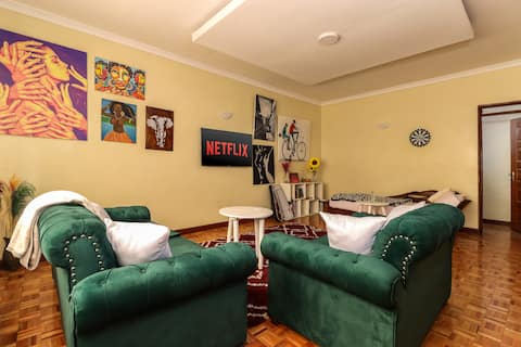 Cheerful 1-bedroom in a bungalow with free parking