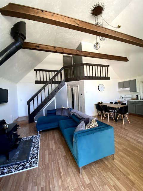 Chalet in Gated Community, 10 mins From Everything