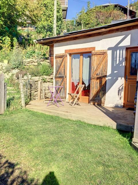 studio indépendant avec terrasse et jardin