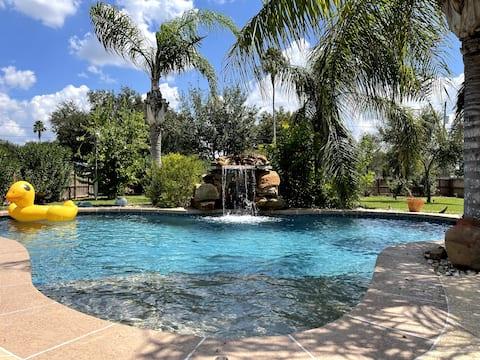 House on Vida Santa: Charming home with a pool!