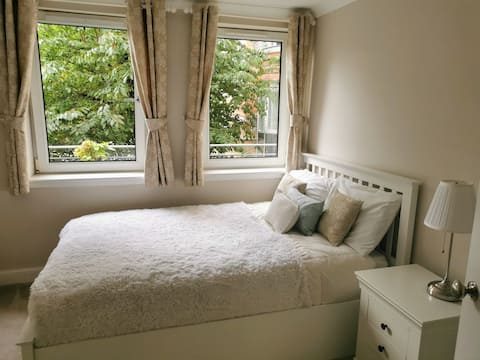 Lovely double bedroom with private bathroom.