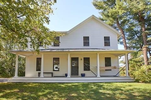 Maple Hill- A Peaceful Hudson Valley Farmhouse