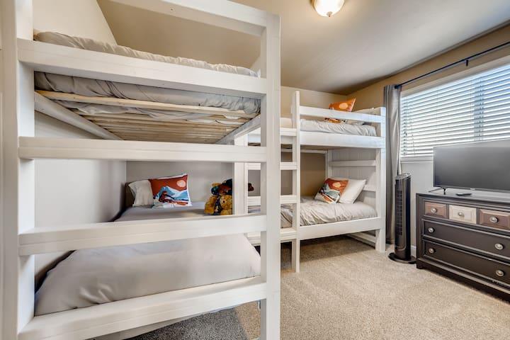 Third bedroom wit bunk beds for 4.