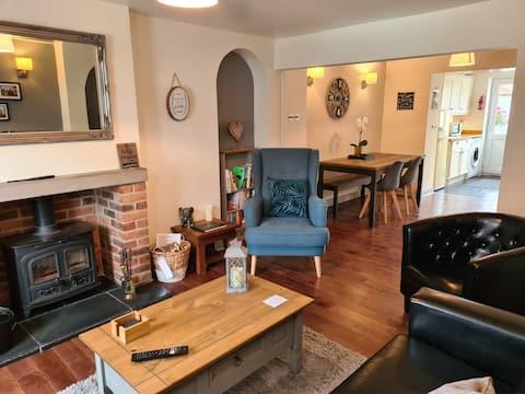 Entire 2 bed Cottage Pickering, Parking,Log Burner