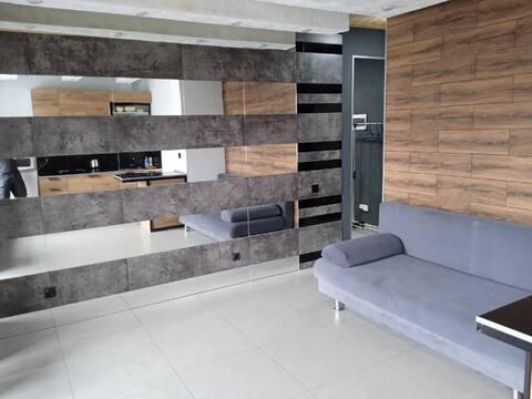 Уютная студия в стиле лофт с камином в эко-поселке