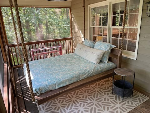Firefly Cottage -- Lakefront living at its best