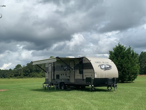 New Grey Wolf RV Nature setting, close to town
