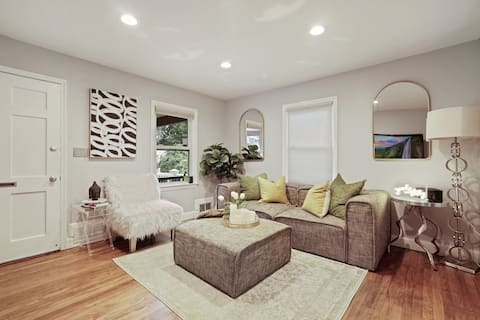 2-Bedroom Home with Personality (Free Parking)