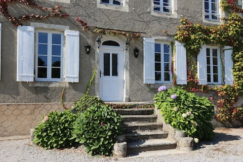 Large family house, with 3,500 m2 of gardens