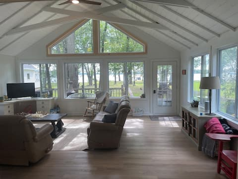 Lake House Oasis - Relax 2 Bedroom
