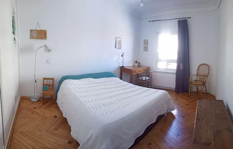 Vuestra habitación con cama de matrimonio