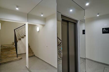 appartamento servito da ascensore senza scalini all'ingresso