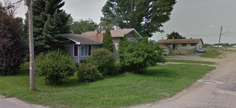 Remodeled 3 bedroom, open kitchen, close to K&S.