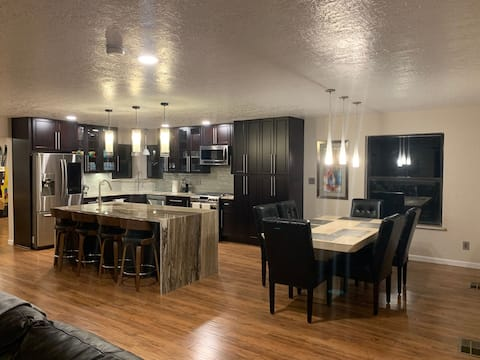 Mountain View Estates with a Awesome view and 4br