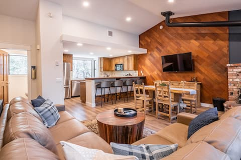 Modern & warm 2 story townhome. In town location!