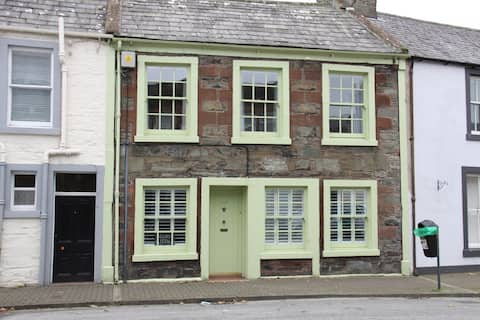 Gorgeous 2BR 19th century cottage in Whithorn.