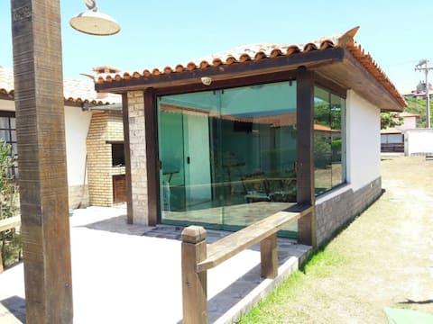 Casa em buzios a beira-mar, em Condomínio com Wifi