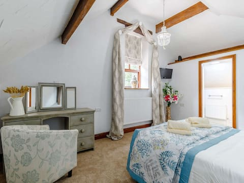 Stunning 2 Bedroom cottage on a working farm.