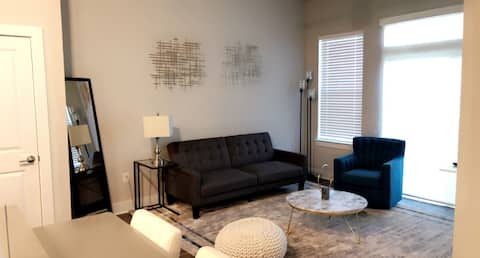 Luxurious Updated Apt, near by everything!!!!