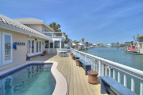 3 Bedroom Waterfront home with Pool and boat dock